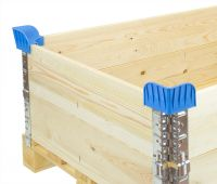 Plastic pallet corner for collars