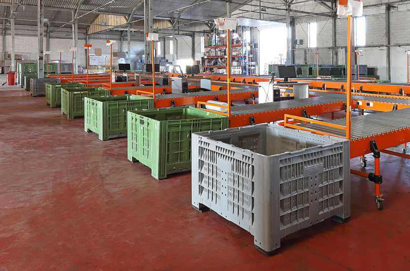 The use of box pallets in everyday work at the production line