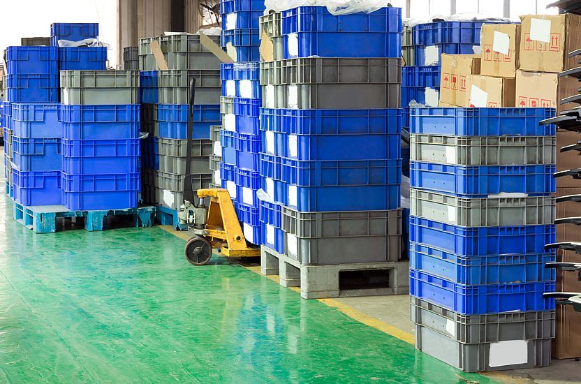 Before purchasing the plastic containers, their technical condition must be checked
